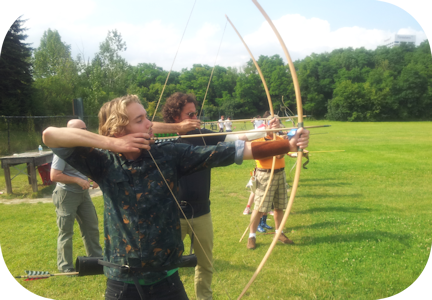 Reign actors doing archery